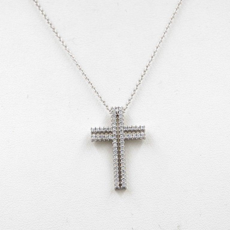 18 Karat White Gold White Diamonds Garavelli Cross Pendant Necklace For Sale 1