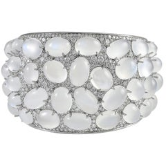 18 Karat White Gold with 14.54 Carat Diamond and Moonstone Bangle