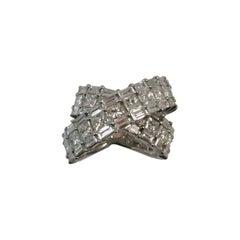 "18 Karat White Gold ""X"" Design Ring with Princess Cut and Baguette Diamonds"
