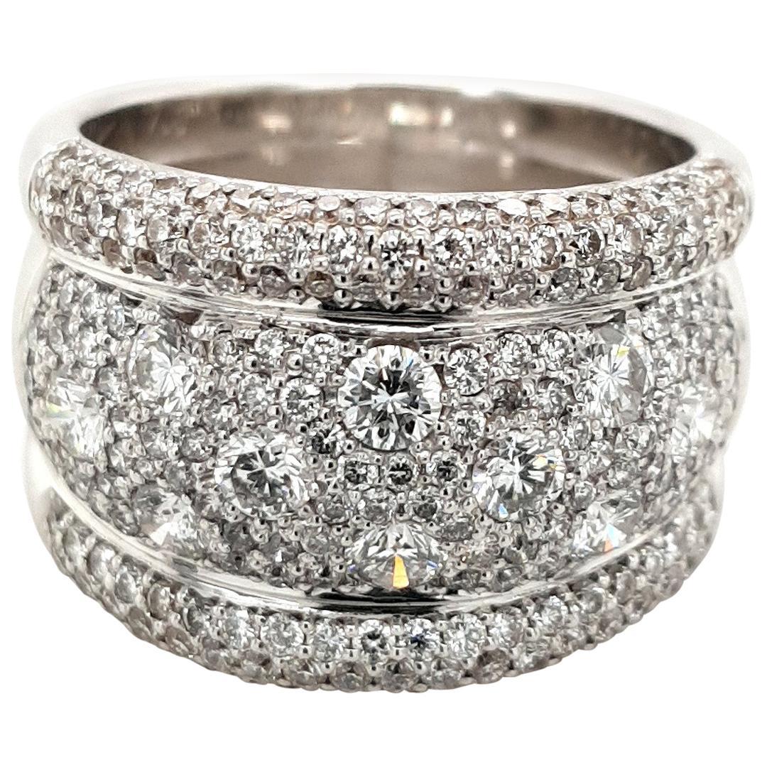 18 Karat White Gold Ring with Brilliant Cut Diamonds