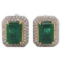 18 Karat Yellow and White Gold 5+ Carat Green Emerald Diamond Stud Earrings