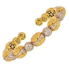 18 Karat Yellow Gold 10 Carat Fluted Bombe Diamond Cuff Bangle Bracelet