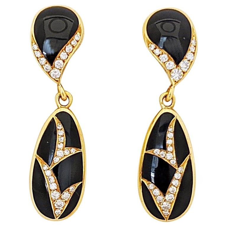 18 Karat Yellow Gold, 1.10 Carat Diamond and Black Onyx Hanging Drop Earrings For Sale