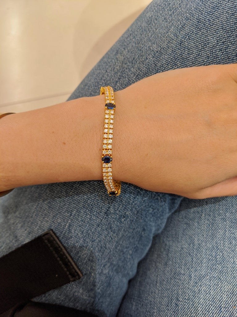 18 Karat Yellow Gold, 2-Row Diamond Bracelet with 3.19 Carat Oval Blue Sapphires In New Condition For Sale In New York, NY