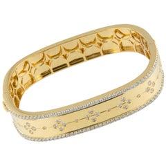 18 Karat Yellow Gold 2.27 Carat VS, F-G Diamond Clover Bangle Bracelet