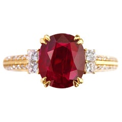 18 Karat Yellow Gold 2.70 Carat Oval-Cut Ruby and Diamond Solitaire Ring