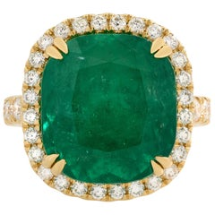 18 Karat Yellow Gold 9.88ct Cushion Colombian Green Emerald Diamond Halo Ring