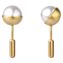 18 Karat Yellow Gold Akoya Pearl Pair Earrings