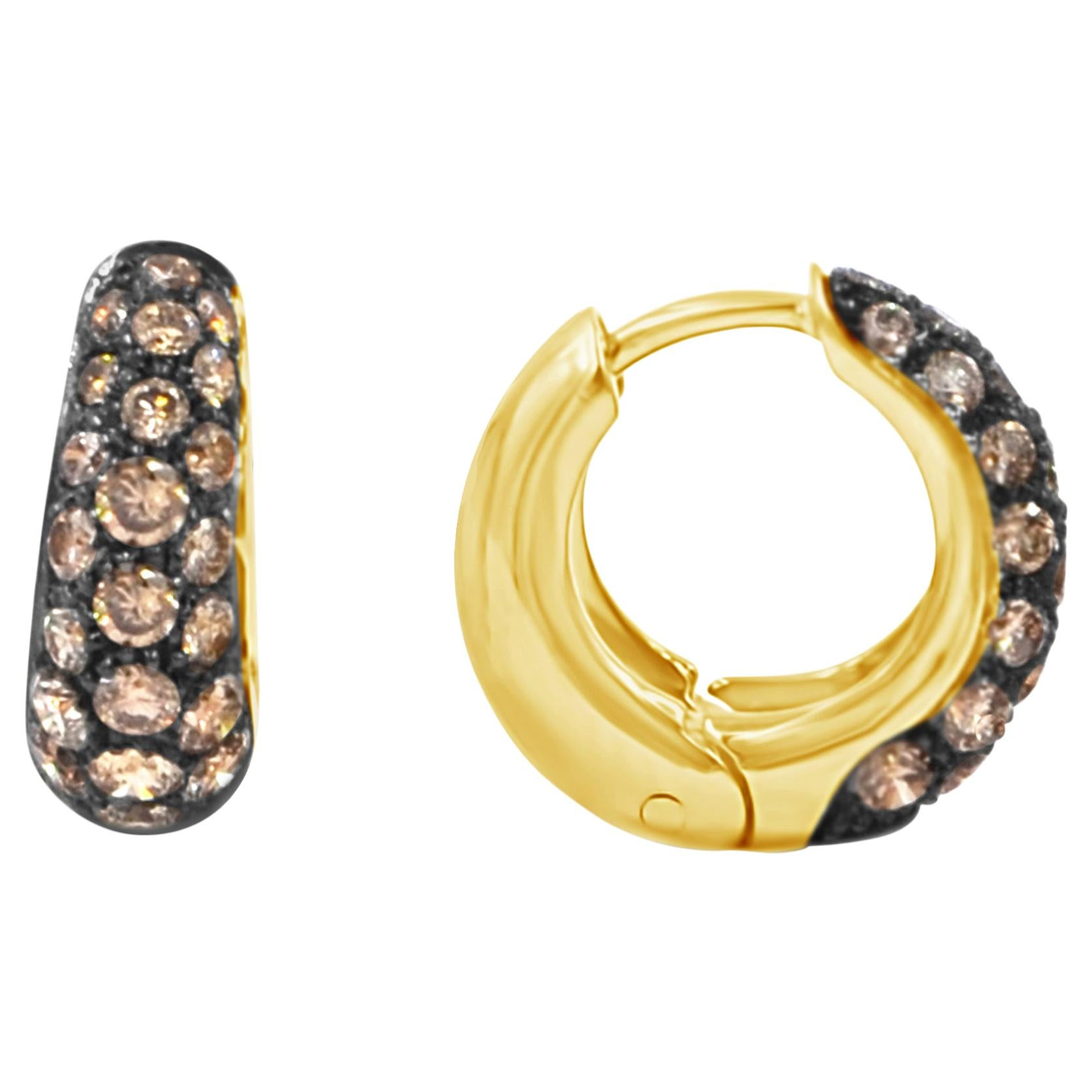 18 Karat Yellow Gold and Brown Diamonds Pavè Garavelli Huggie Earrings