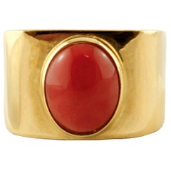 18 Karat Yellow Gold and Central Coral Ring