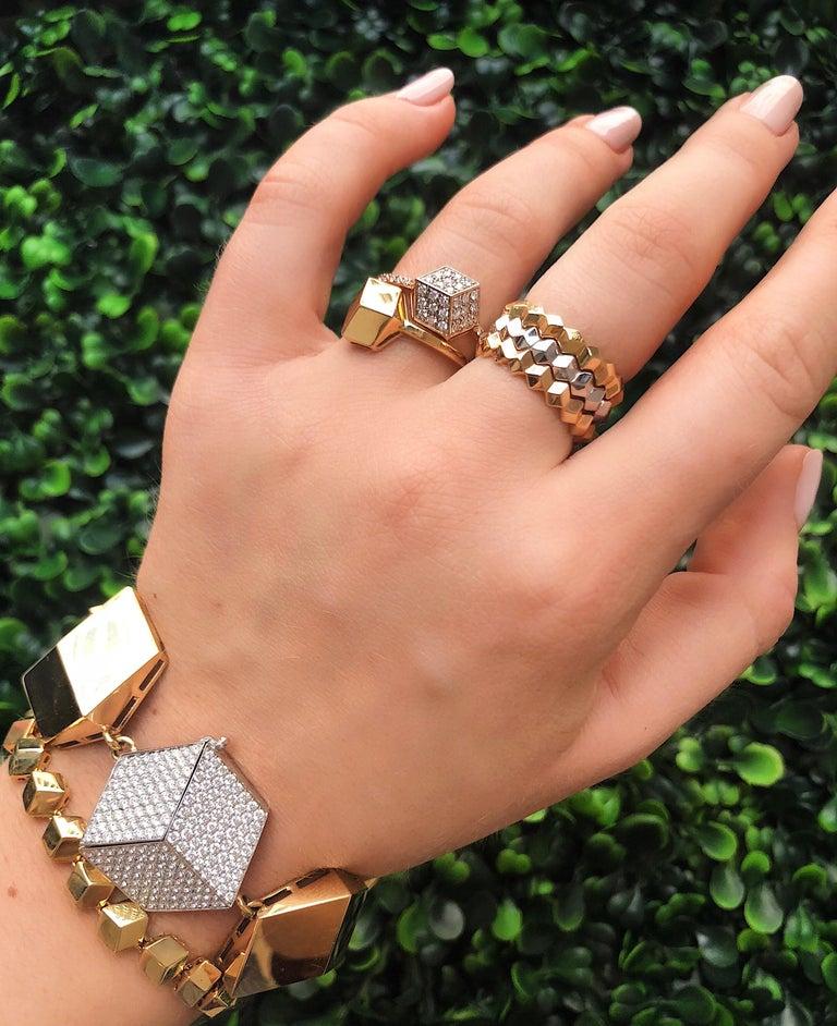 Contemporary 18 Karat Yellow Gold and Diamond 3.04 Carat Brillante Bracelet For Sale