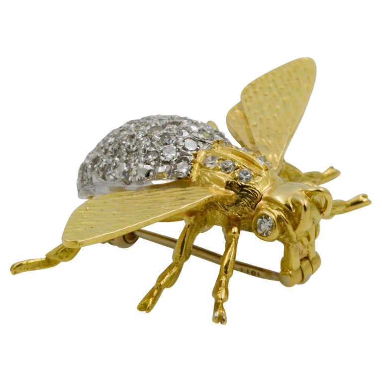 18 Karat Yellow Gold and Diamond Fly Pin For Sale