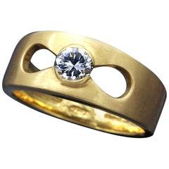 18 Karat Yellow Gold and Diamond Modern Engaement Ring