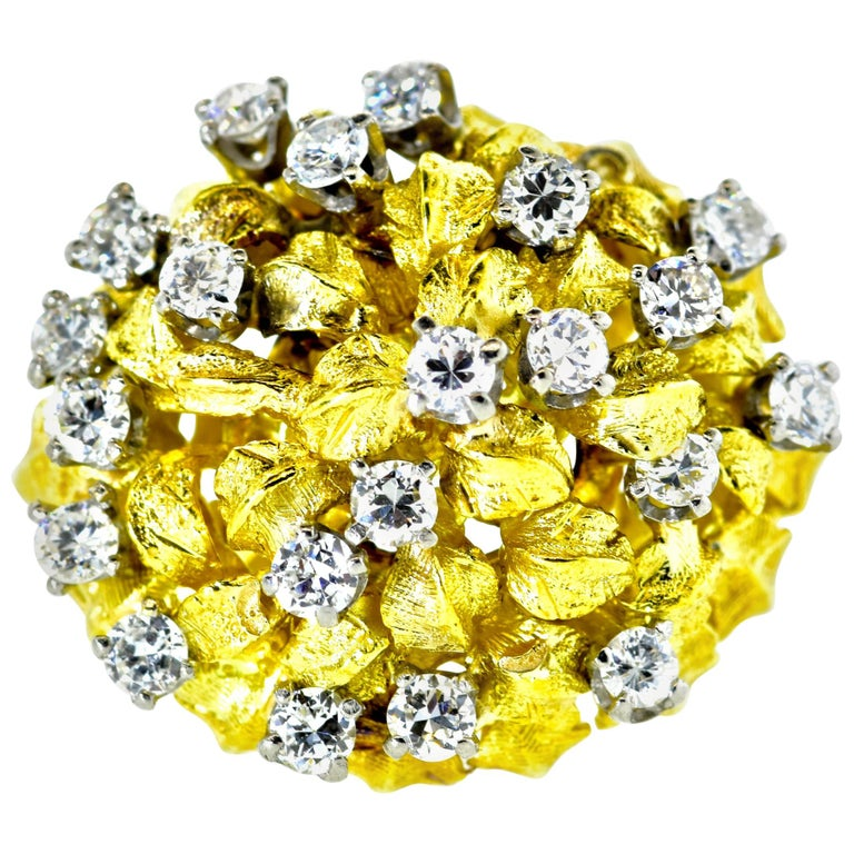 18 Karat Yellow Gold and Diamond Vintage Ring, circa 1960 For Sale