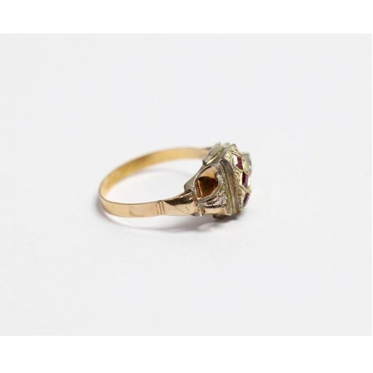 Neoclassical 18 Karat Yellow Gold and Silver Ring with 3 Rubies For Sale