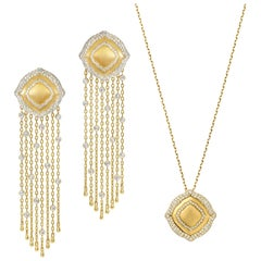 18 Karat Yellow Gold and White Diamonds Fringe Earrings and Pendant