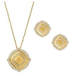 18 Karat Yellow Gold and White Diamonds Pendant and Earrings