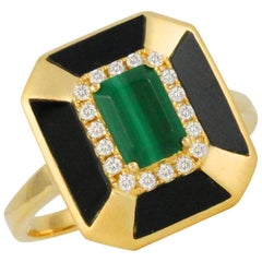 18 Karat Yellow Gold Art Deco Style Ring with Malachite, Black Onyx and Diamonds