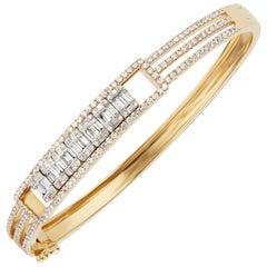18 Karat Yellow Gold Baguette Diamond Bangle