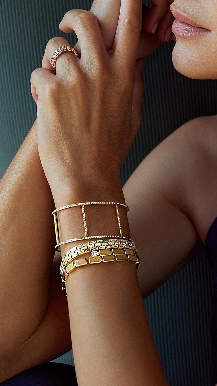 Baguette Cut 18 Karat Yellow Gold Baguette Dream Bracelet For Sale