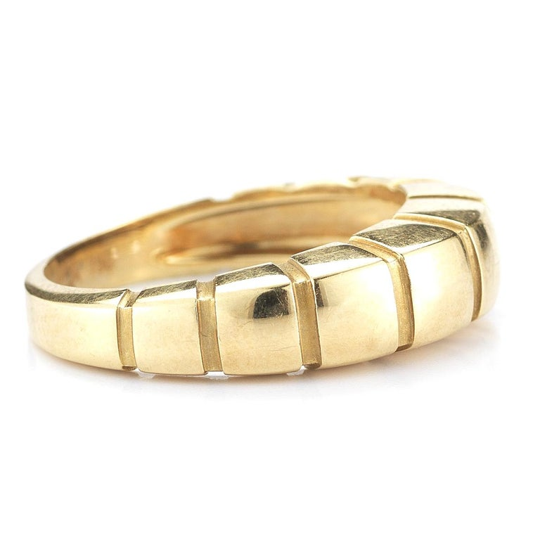 18 Karat Yellow Gold Banded Ring by Van Cleef & Arpels In Good Condition For Sale In New York, NY