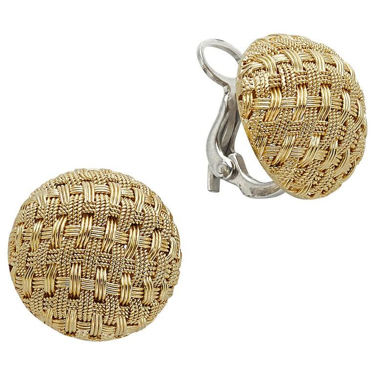 18 Karat Yellow Gold Basket Weave Button Clip Earrings For Sale