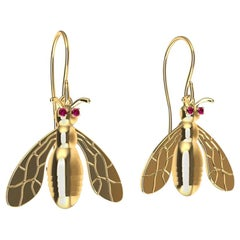 18 Karat Yellow Gold Bee Earrings with Rubies