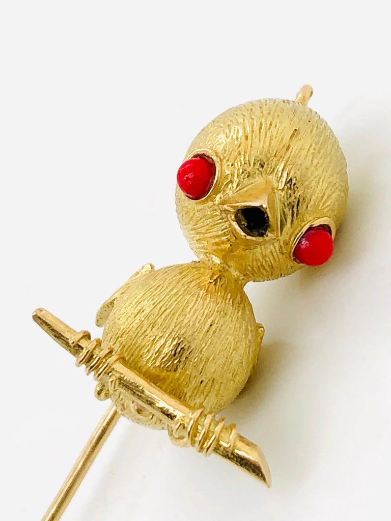 18 Karat Yellow Gold Bird Brooch or Pendant, France, Paris, 1970s For Sale 2