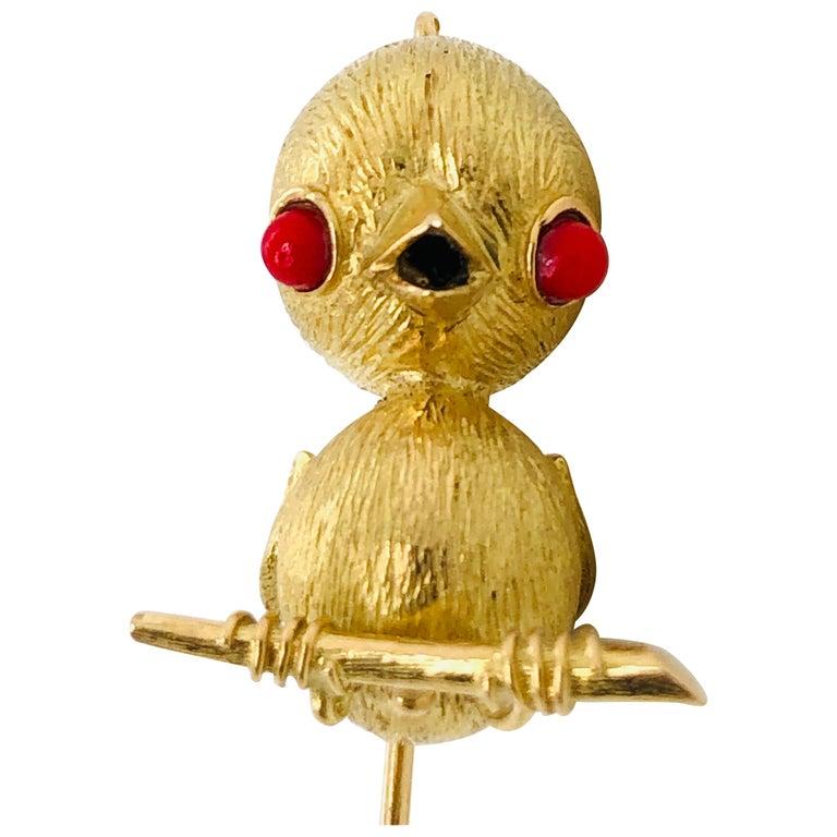 18 Karat Yellow Gold Bird Brooch or Pendant, France, Paris, 1970s For Sale