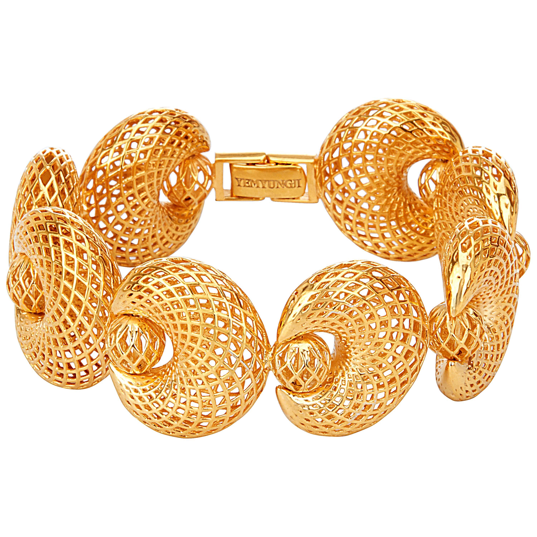 Yemyungji 18 Karat Yellow Gold Blooming Hinged Bracelet