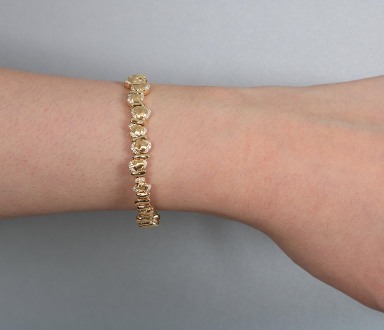 18 Karat Yellow Gold Bracelet In New Condition For Sale In Abu Dhabi, Abu Dhabi