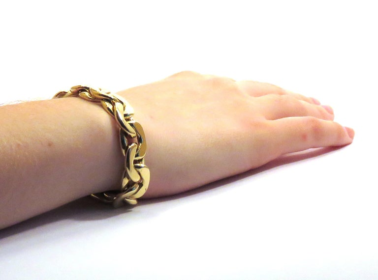 1980s classic groumette bracelet in 18k yellow gold  This is the iconic collection made in Italy by Botta Gioielli The total lengh is 19 cm/ 7.48 inches The total weight of the gold is 33 grams/ 1.060 troy ounces. It  is stamped with the Italian