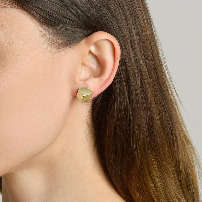 High polish 18kt yellow gold Brillante® stud earrings, grande.  Translated from a quintessential Venetian motif, the Brillante® jewelry collection combines strong jewelry design, cutting edge technology and fine engineering.  A bracelet from this