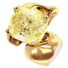 18 Karat Yellow Gold Brooch with 1 Carat GIA Certified Yellow Cushion Diamond