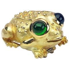 18 Karat Yellow Gold Bullfrog Brooch with Cabochon Green Tourmaline Eyes