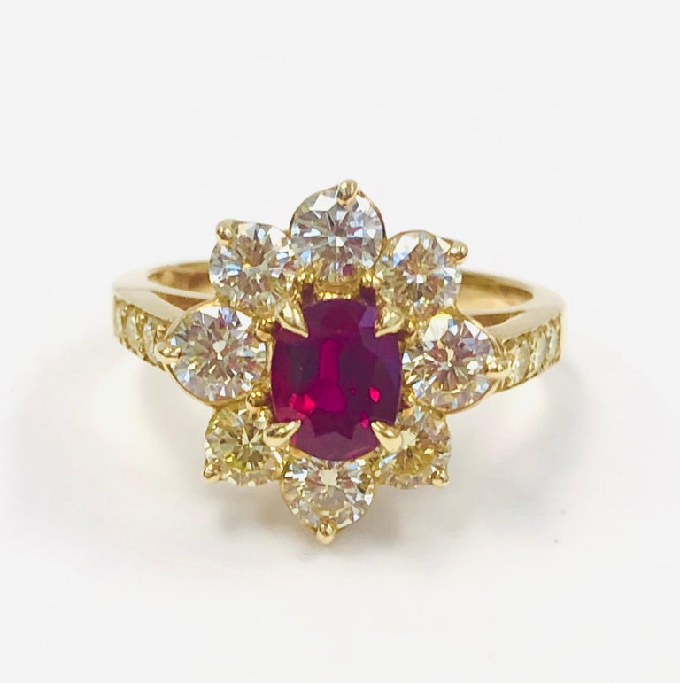 18 Karat Yellow Gold Burma Ruby and Diamond Ring In New Condition For Sale In New York, NY