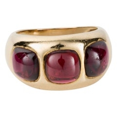 18 Karat Yellow Gold Cabochon Garnet Ring