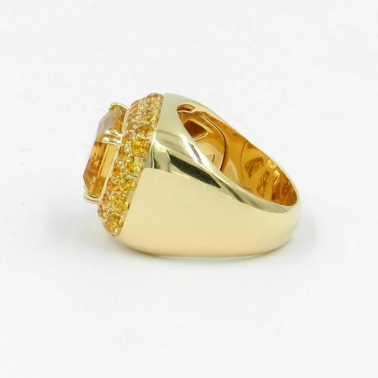 Round Cut 18 Karat Yellow Gold Citrine and Yellow Sapphires Garavelli Ring For Sale