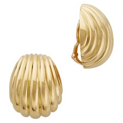 18 Karat Yellow Gold Clam Shell Clip-On Earrings