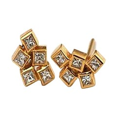 18 Karat Yellow Gold Cluster Unique Diamond Earrings with Diamonds