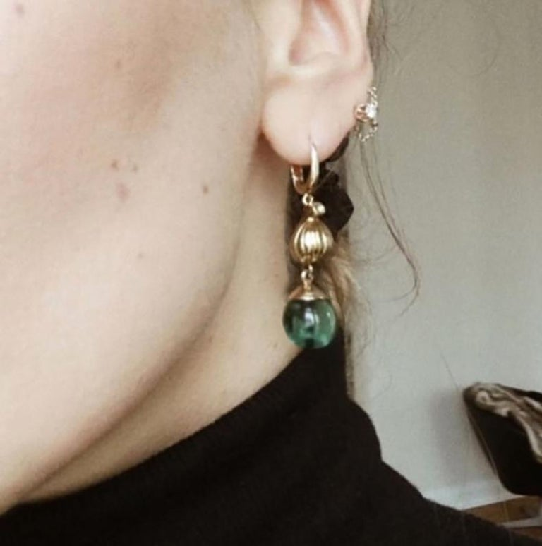 18 Karat Yellow Gold Cocktail Fig Earrings with Warm Green Quartzes and Diamonds In New Condition For Sale In Berlin, Berlin