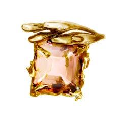 18 Karat Yellow Gold Cocktail Ring with Cushion Peach Kunzite and Diamonds