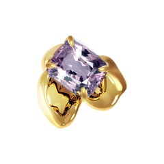 18 Karat Yellow Gold Contemporary Brooch with 1.34 Carat Purple Cushion Spinel