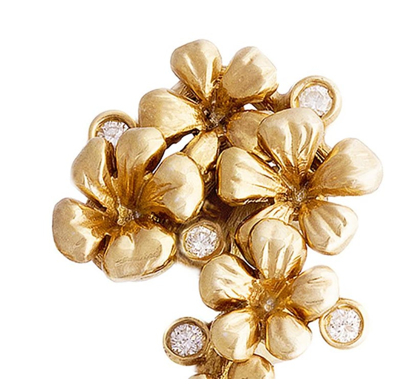 This 18 karat yellow gold Plum Blossom contemporary brooch is encrusted with 5 round diamonds and an neon copper bearing paraiba tourmaline from Africa in pear cut, 1,76 carats, 10x6.6mm. This jewellery collection was featured in Vogue UA and