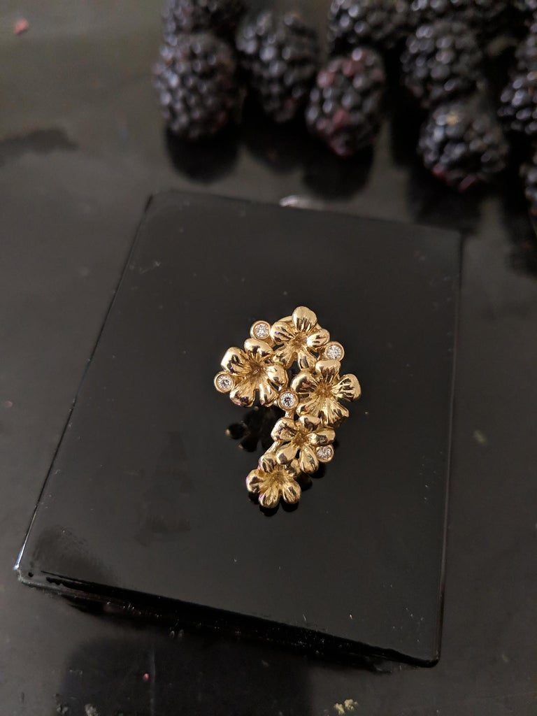 18 Karat Yellow Gold Brooch with Diamonds and Paraiba Tourmaline For Sale 3