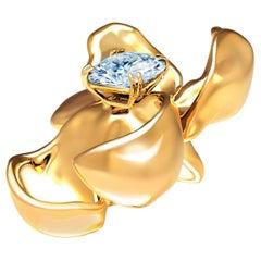 18 Karat Yellow Gold Contemporary Brooch with Light Blue Sapphire