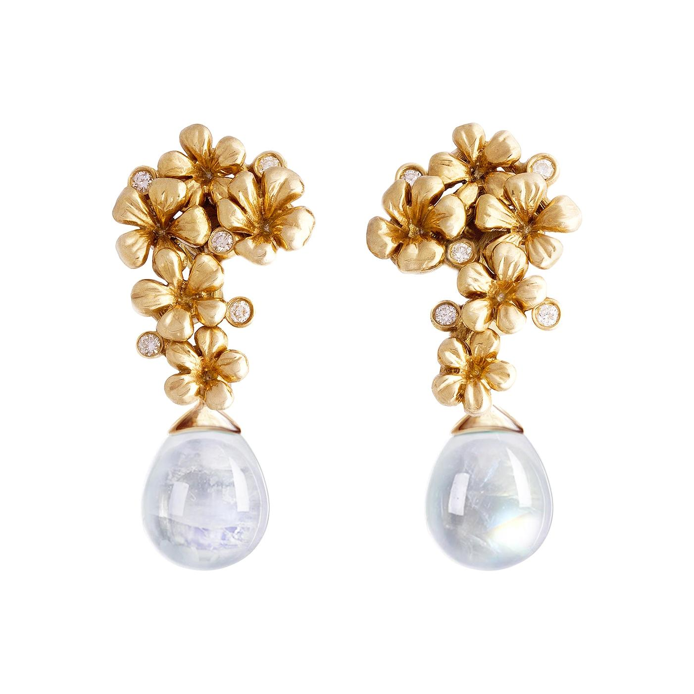 18 Karat Yellow Gold Contemporary Clip-On Earrings with Diamonds and Quartzes