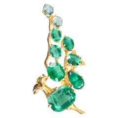 18 Karat Yellow Gold Contemporary Cocktail Cluster Ring with Natural Emeralds