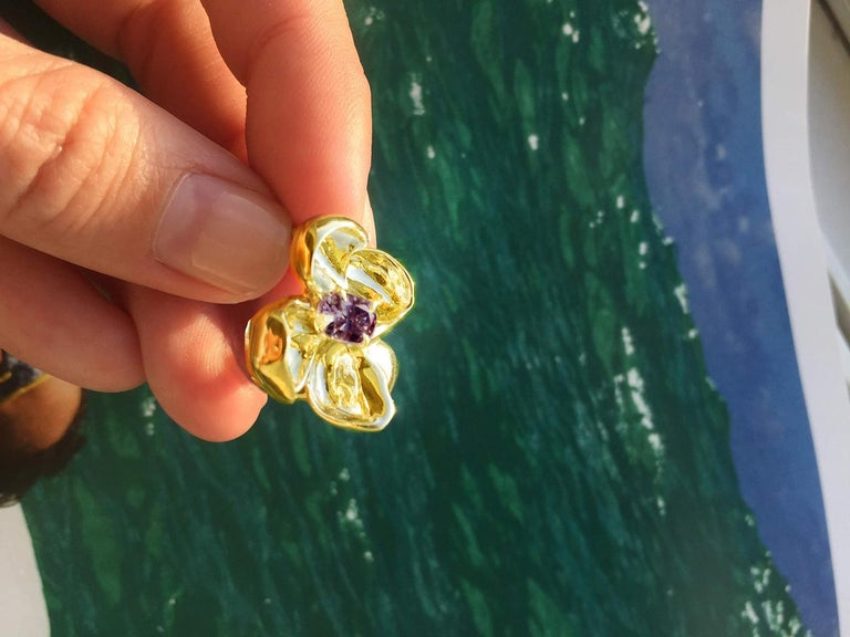 18 Karat Yellow Gold Contemporary Cocktail Ring with Ink Storm Purple Spinel For Sale 4