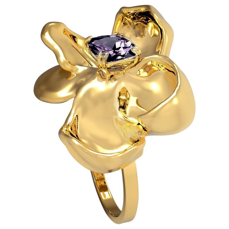 18 Karat Yellow Gold Contemporary Cocktail Ring with Ink Storm Purple Spinel For Sale
